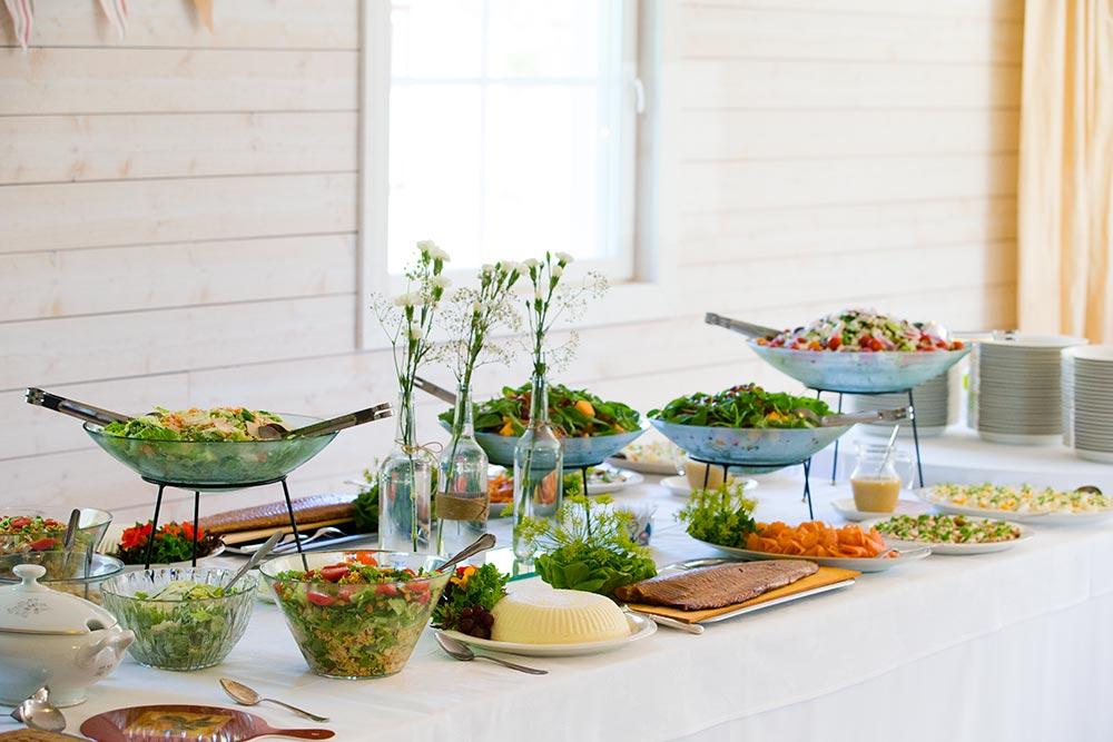 Catering palvelumme huolehtii juhlien ja tapahtumien ruoka- ja kahvitarjoiluista.